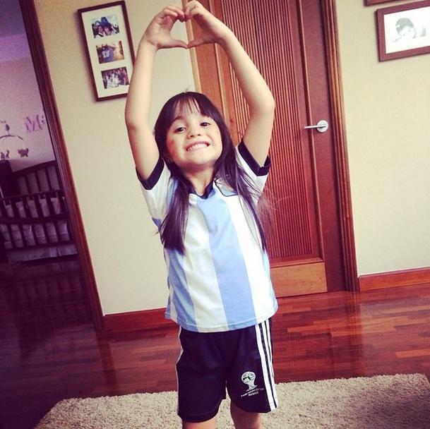 Mi hija se volvió hincha de Argentina porque su jugador favorito es Messi.