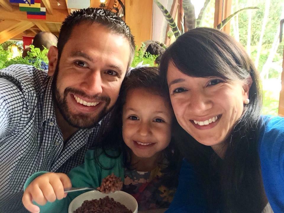 Hoy Natalia ha formado su propia familia, una pequeña, feliz y basada en disfrutar los momentos diarios que le da la vida.