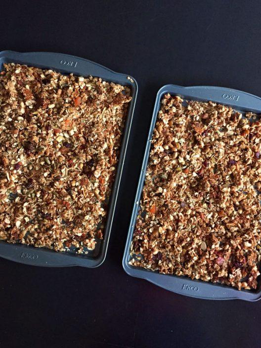 La granola hecha en casa es más rica, natural y baja en grasa.