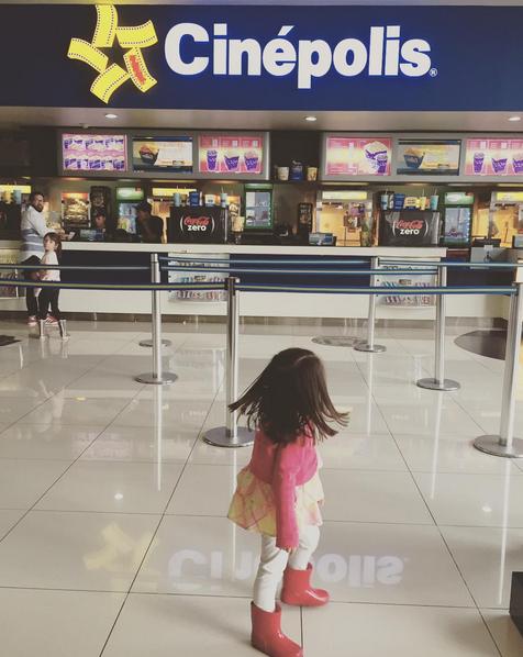 La primera ida al cine de mi hija pequeña para ir a ver la adaptación de nuestro libro favorito.