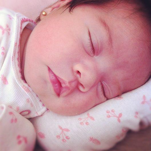 """Mi pequeña """"M"""", la segunda de mis hijas, con sólo días de nacida. Instagram @mundo_de_mama"""