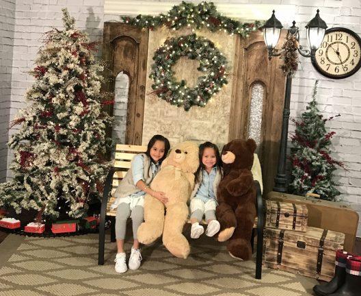 Hay lugares que tienen sets navideños lindos! este año el premio a locación y buen precio se lo doy a Oakland Mall.